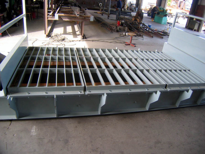 Model P104-LPG Portable Low Profile Drive-Over Unloader for